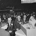 Prins Bernhard op de RAI, de Prins bij de Ford stand, Bestanddeelnr 917-4676.jpg