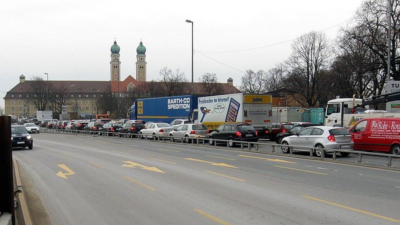 File:Provisorische-Verkehrsfuehrung-Luise-Kiesselbach-Platz (2010-11-18).jpg