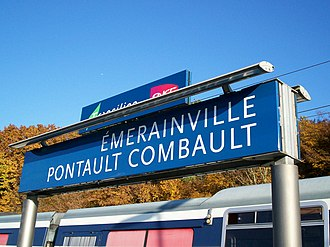 Émerainville–Pontault-Combault station - Image: RER E Gare Emerainville 2