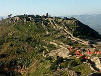Resti del castello di Occhiolà.jpg