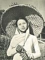 Rice cutter with padi-knife, Wanita di Indonesia p90 (Stoomvart mij Nederland).jpg