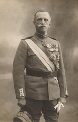Ritratto Fotografico di S.M. Re Vittorio Emanuele III di Savoia.png