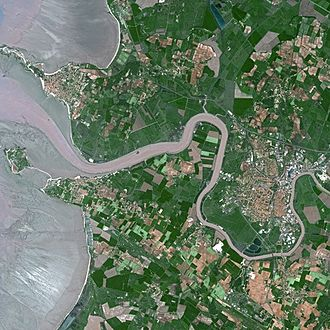 Rochefort, Charente-Maritime - Rochefort (centre-right) seen from Spot Satellite