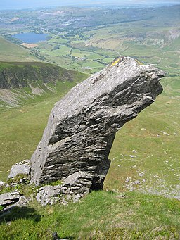 Rock feature on the ridge - geograph.org.uk - 690252