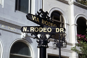 English: Street sign of Rodeo Drive, Beverly H...