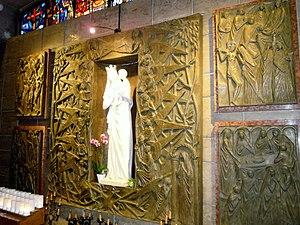 Nostra Signora del Santissimo Sacramento e Santi Martiri Canadesi - Image: Roma chiesa Nostra Signora e martiri canadesi interno 3