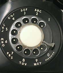 https://upload.wikimedia.org/wikipedia/commons/thumb/7/7b/Rotarydial.JPG/220px-Rotarydial.JPG