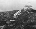 Royal Air Forcen Supermarine Southampton -lentovene Helsingin Punavuoren ja Eiran yllä 1930.png