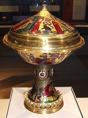 Basse-taille - The Royal Gold Cup, 23.6 cm high, 17.8 cm across at its widest point; weight 1.935 kg. British Museum