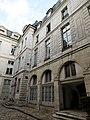 Rue Vieille du Temple 110 hôtel d'Hozier aile droite.jpg