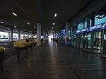 Ruzyně, letiště, terminál 2, u stanoviště taxi.jpg