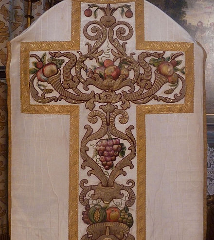 Grapes embroidered on a 17th-century chasuble, Antwerp SSACRAM 101.JPG