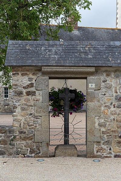 Cross in Saint-Pierre-la-Cour.