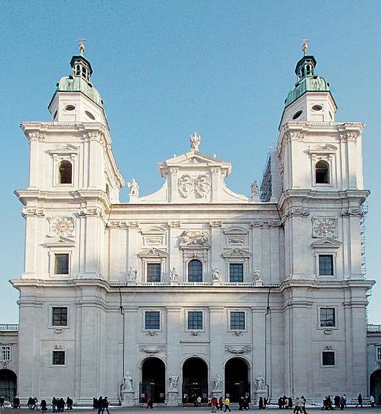 Ficheiro:Salzburg cathedral frontview-2.jpg