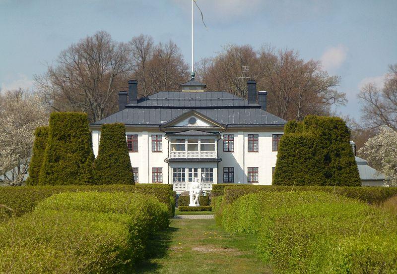 Sandemar slotts huvudbyggnad, fasad mot syd.