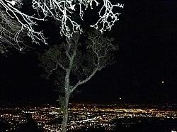 Santa Ana de noche. Costa Rica.jpg