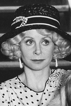 Sarah Miles in 1980 (cropped).jpg