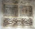 Sarcofago con eroti e clipeo di defunta + iscrizione cil vi 678=30812 e tavola lusoria da roma, cimit. di pretestato 02.JPG