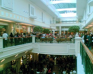 Meadowhall (shopping centre) - Meadowhall's High Street before the 2015–2017 refurbishment