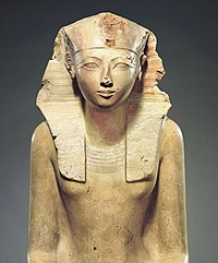 Известняковая скульптура Хатшепсут в художественном Метрополитен-музее в Нью-Йорке