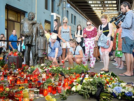 Commemorative event, in July 2015, at the Prague Main Railway Station sculpture Sir Winton Memorial 2015.JPG