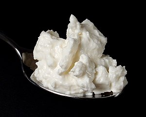 Quark (dairy product) - Image: Skimmed milk quark on spoon
