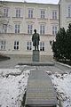 Socha Zdeňka Nejedlého (Litomyšl), před školou.JPG