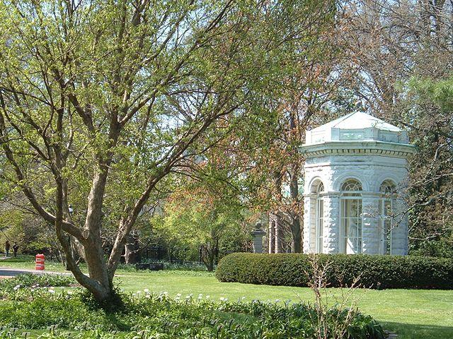 File:St Louis Missouri-Small pavilion in the Missouri Botanical ...