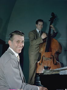 Stan Kenton and Eddie Safranski, 1947 or 1948 (William P. Gottlieb 04871).jpg