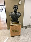 Statue of Montoro in GRU airport.jpg