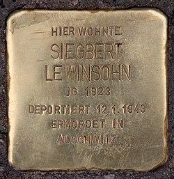 Photo of Siegbert Lewinsohn brass plaque
