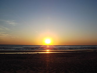 http://upload.wikimedia.org/wikipedia/commons/thumb/7/7b/Sunset_in_Noord-Holland.JPG/330px-Sunset_in_Noord-Holland.JPG