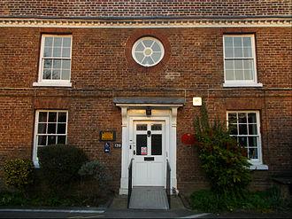 Oeil-de-boeuf - Image: Sutton Lodge, Brighton Rd, SUTTON, Surrey, Greater London (4)