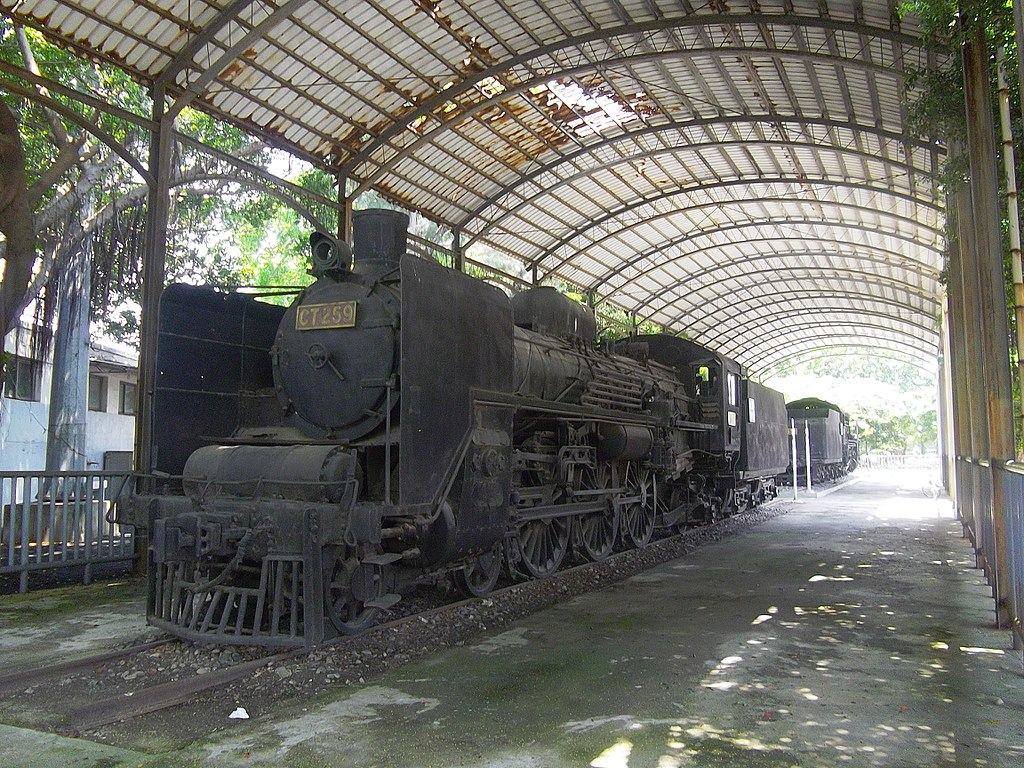https://upload.wikimedia.org/wikipedia/commons/thumb/7/7b/TRA_CT259_in_Tainan_20120522.jpg/1024px-TRA_CT259_in_Tainan_20120522.jpg
