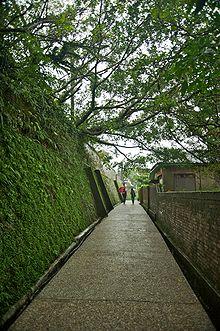 Taiwan 2009 JinGuaShi Historic Gold Mine Ancient Alleyway Walls FRD 8687.jpg