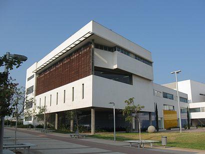 איך מגיעים באמצעות תחבורה ציבורית אל המכללה האקדמית תל אביב יפו? - מידע על המקום