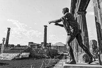 Tempio di Apollo (statua di Apollo).jpg