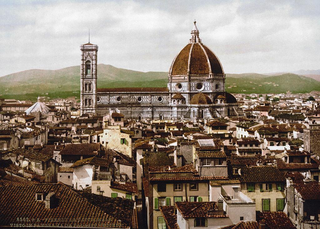 Cathédrale de Florence avec sa célèbre coupole en 1900, possible inspiration pour le parlement à Budapest ?