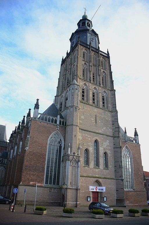 The big church of Zutphen Sint Walburgis, with flag for fundraising, actie kerkbalans - panoramio