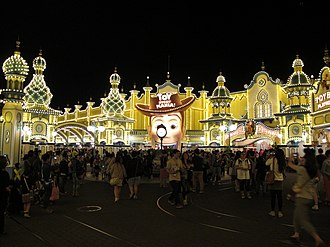 American Waterfront (Tokyo DisneySea) - Toy Story Mania is one of the most popular attractions in DisneySea