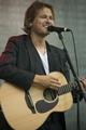 Tom McRae live at Sommerfesten at Giske 2010.png