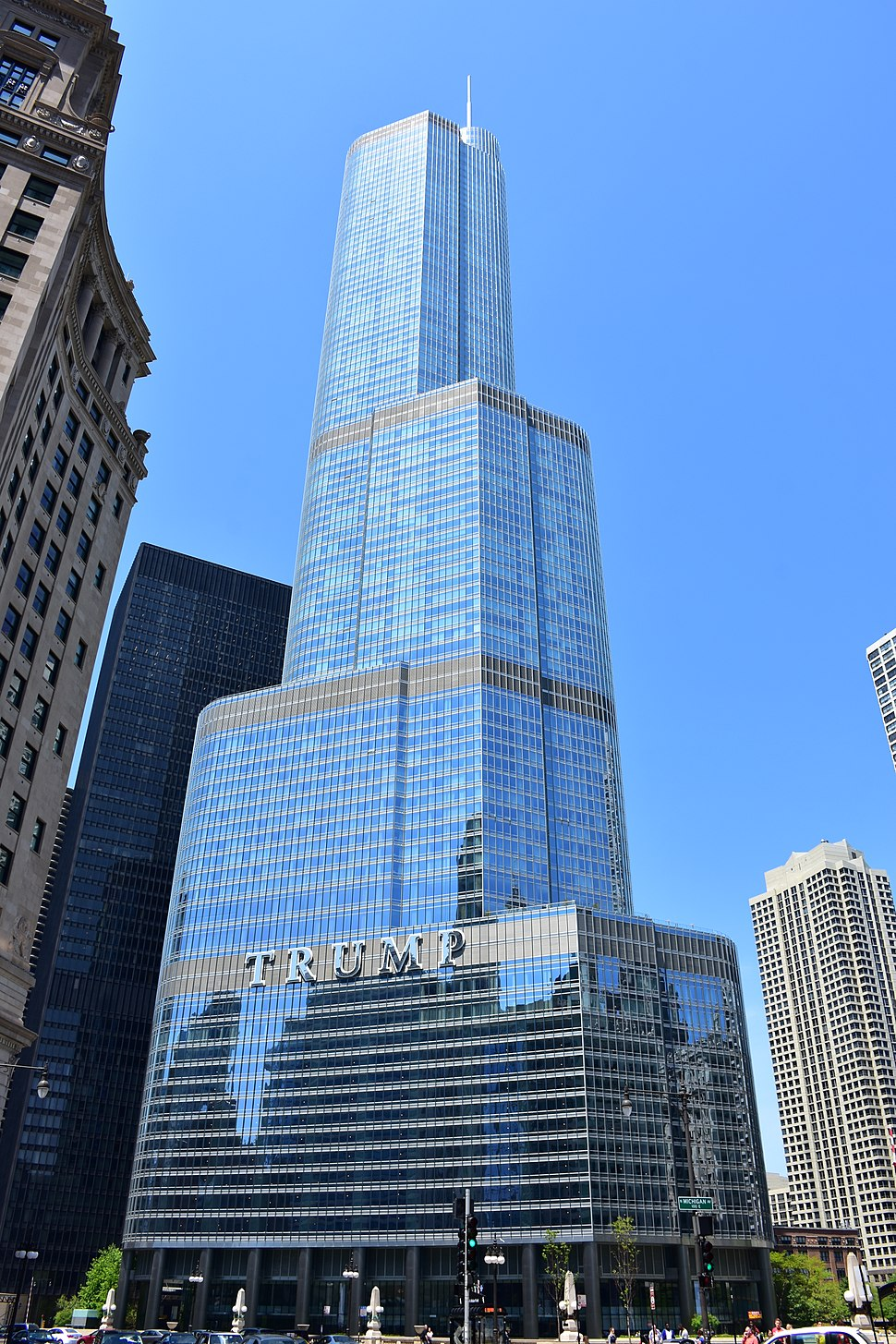 Trump International Hotel and Tower in Chicago 2016.jpg