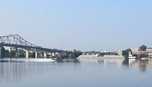 Decatur, Alabama - Image: Tug and Boat at Bridge