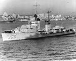 USS Cummings (DD-365) underway in San Diego harbor on 11 April 1938 (NH 92098).jpg