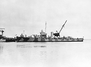 Somers-class destroyer - Image: USS Somers (DD 381) at the Charleston Naval Shipyard on 16 February 1942 (NH 98021)
