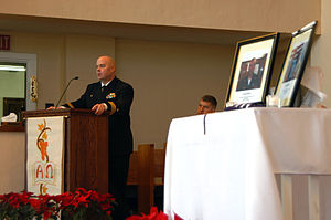 USS Minneapolis–Saint Paul (SSN-708) - Image: US Navy 070103 N 0429D 002 USS Minneapolis St.Paul (SSN 708) Commanding Officer Cmdr. Edwin J. Ruff, speaks at a memorial service