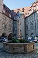 Ulm Münsterplatz 47 Neuer Bau Innenhof mit Hildegardbrunnen 2011 09 30.jpg