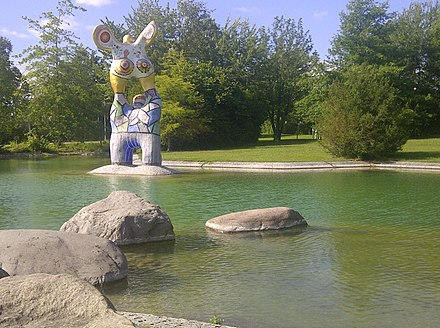 Sculpture by Niki de Saint Phalle (The poet and his muse) in front of Ulm University Uni Ulm See Nordeingang.jpg