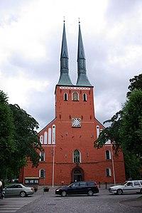 Växjö Domkirche Frontansicht.jpg
