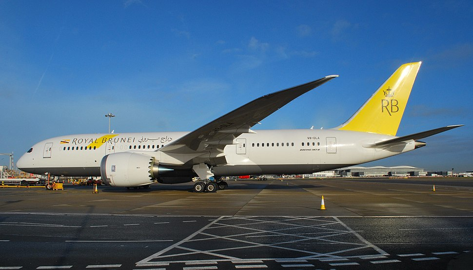 V8-DLA Boeing 787 of Royal Brunei at Heathrow (11400528073)